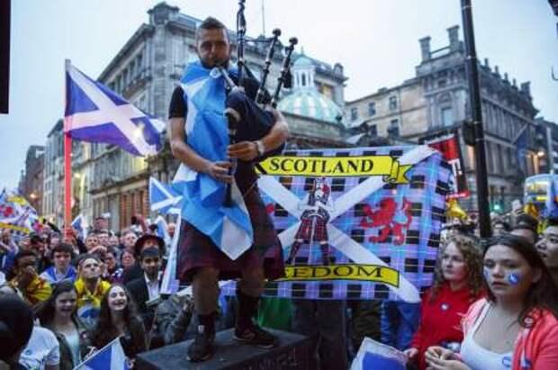 Лондон не дает: сотни тысяч шотландцев требуют независимости