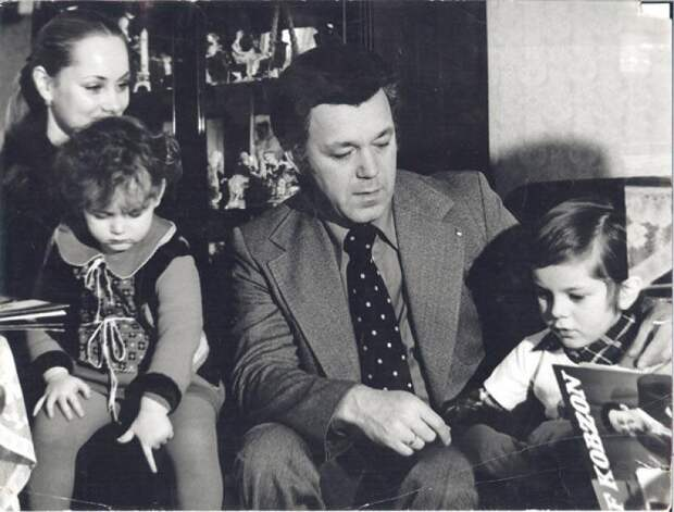 Редкие фото впамять опевце: детство, юность имолодость Иосифа Кобзона