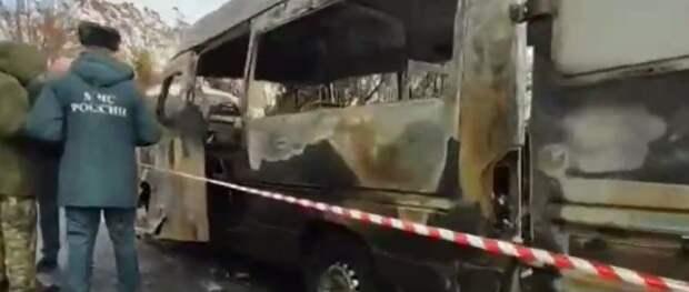 Появилось видео сгоревшего микроавтобуса под Ялтой
