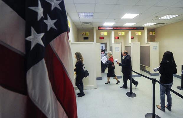 Жесткие ответные меры парализовали работу посольства США. Кремль запретил нанимать россиян на работу.