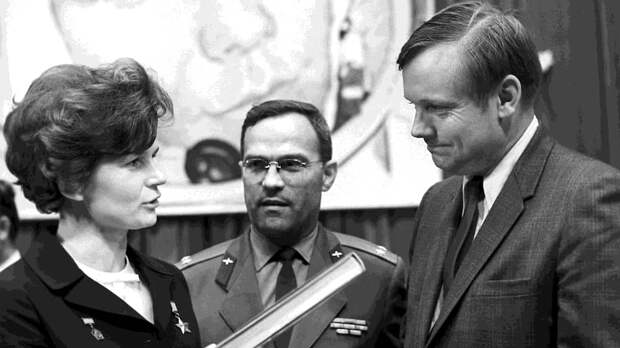 Первая женщина в космосе и первый человек на Луне в Звездном городке, 1970 год