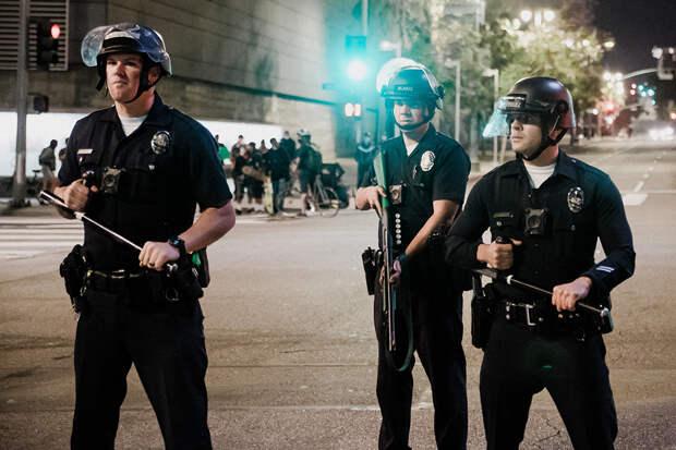 Трое полицейских в США попали в больницу после проверки нежилого дома