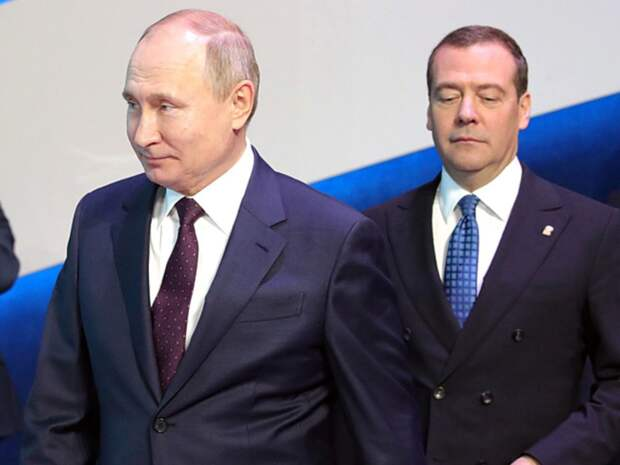 РБК: В Кремле могут отказаться от Медведева во главе «Единой России»