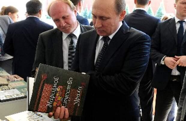 Белковский объяснил, почему у Путина любимые книги «Война и мир» и «Колобок»