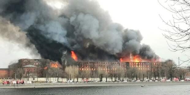 В Петербурге больше суток горит «Невская мануфактура»