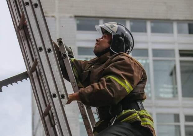 Спасатели отметили день рождения пожарной лестницы