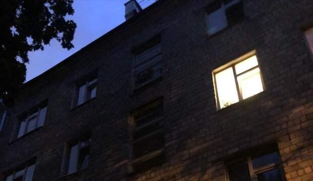 В подъезде дома на Менжинского восстановили освещение