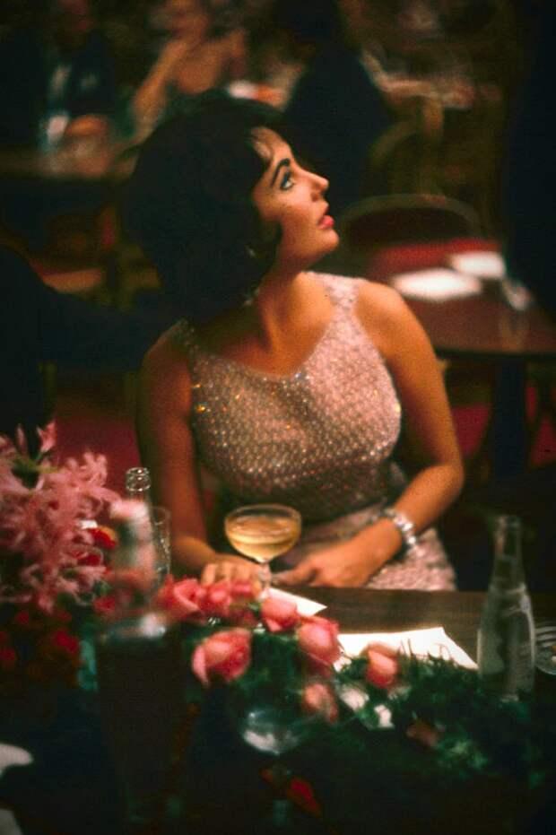 Элизабет Тейлор и Эдди Фишер на открытии оперы в ресторане Луи Шерри, Нью-Йорк, 1959 год.