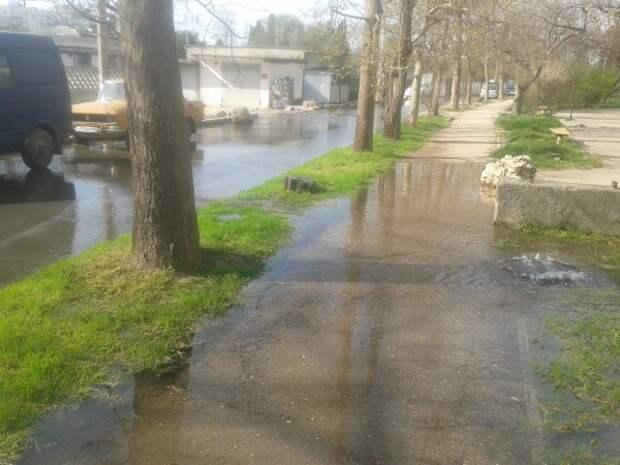 В Севастополе потоп, дома уходят под воду!