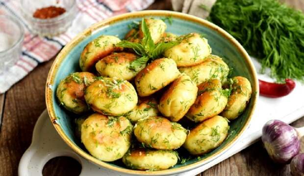 Быстрые чесночные пампушки к борщу или супу: на кефире, без дрожжей