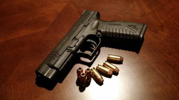 Недовольный клиент получил выстрел в бедро от директора компании в Ленобласти
