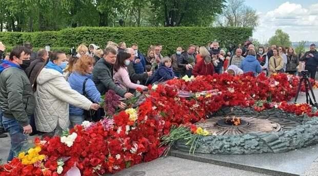 Празднование Дня Победы на Украине запомнилось заявлениями Зеленского и выходками радикалов
