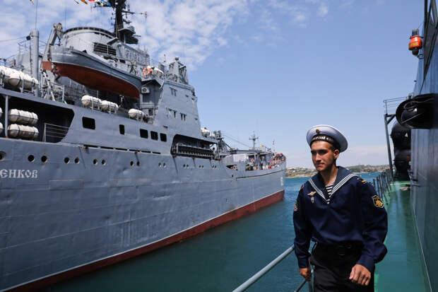 Корабли Каспийской флотилии вошли в Черное море