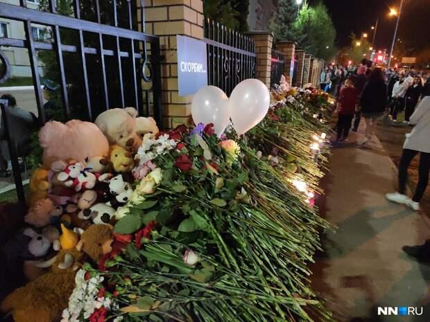 «Собралась вся Казань»: как скорбит столица Татарстана после трагедии в гимназии