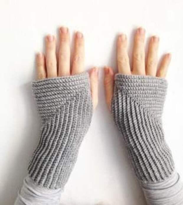 вязаные варежки перчатки и митенки