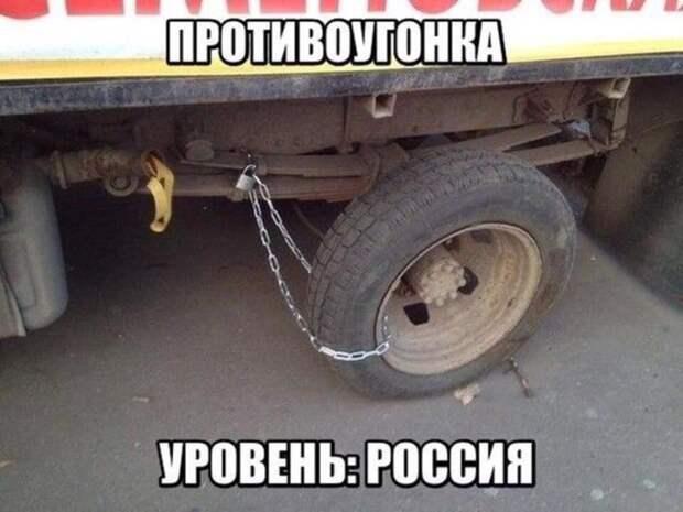Едет мужчина в автобусе и ругается: — Что за молодежь пошла!...