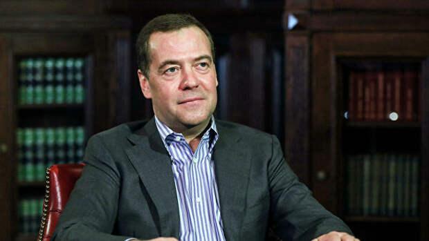 """Медведев заявил об успешности прошедших праймериз """"Единой России"""""""