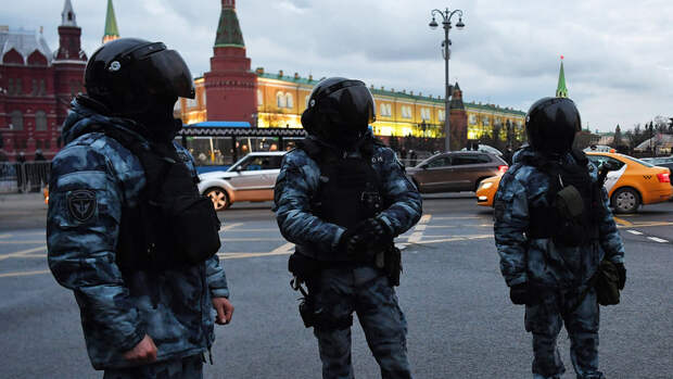Путин подписал закон о наказании за распространение данных силовиков