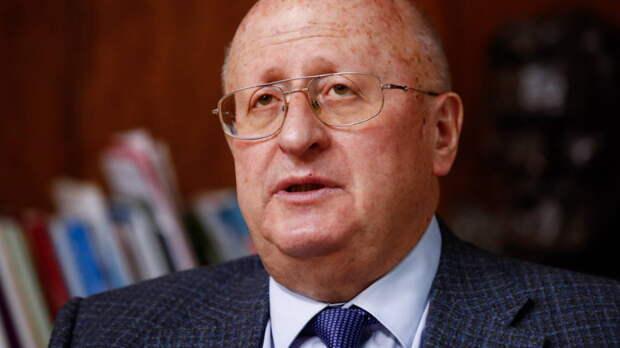 Гинцбург рассказал, кто поможет России справиться с коронавирусом