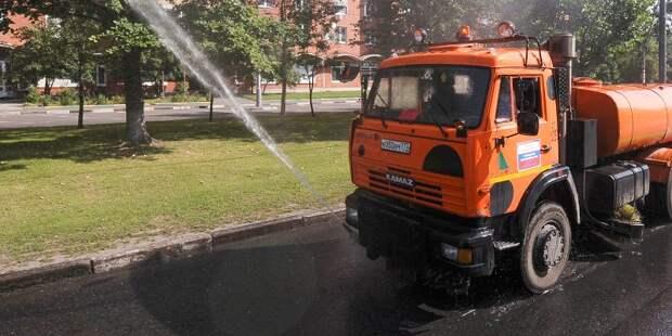 Полив дорог, цветников и аэрация: как ухаживают за городом в жару
