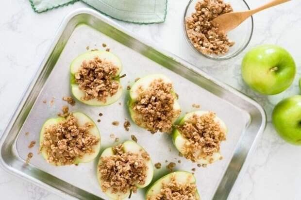 Яблоки, фаршированные овсянкой. \ Фото: fitnessfatlosshealthtip.fitness.blog.