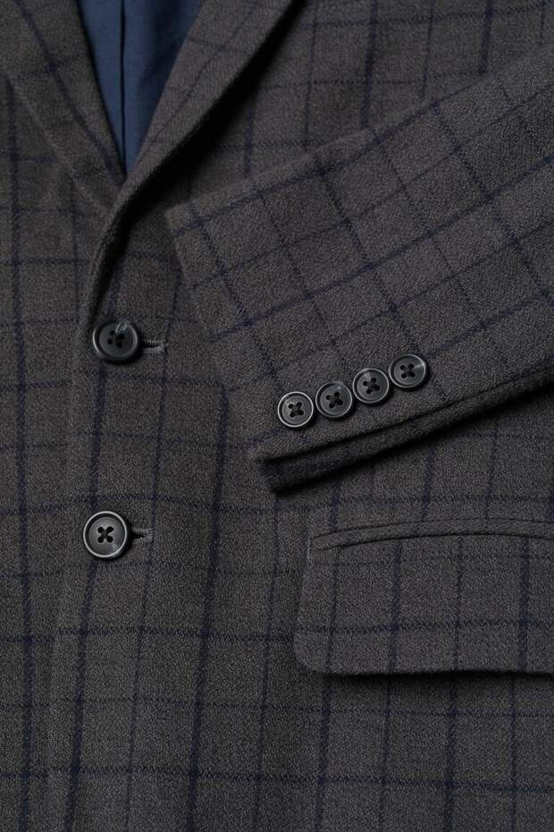 Пуговицы ну рукавах пиджака: для чего они нужны.