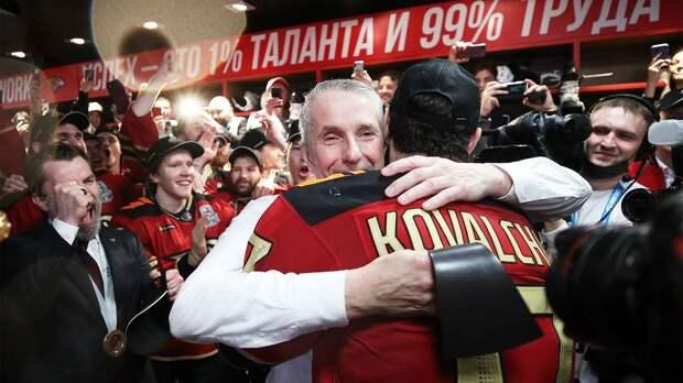 Что окружало сенсационную победу «Авангарда» в плей-офф КХЛ: золотая раздевалка, эмоции игроков и их жен