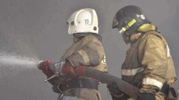Крупный пожар на заправке полностью потушили в Новосибирске