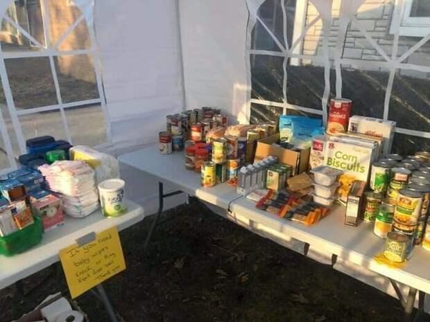 Как американцы помогают ближним в условиях пандемии: благотворительный базар для соседей
