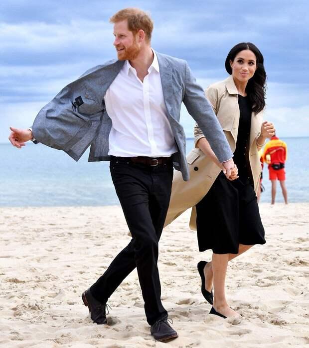 Королева хотела отправить принца Гарри и Меган Маркл в Африку