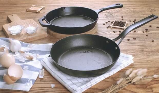 Несмотря на прочность чугунной сковороды, ее можно испортить неправильным обращением. /Фото: navseruki.guru