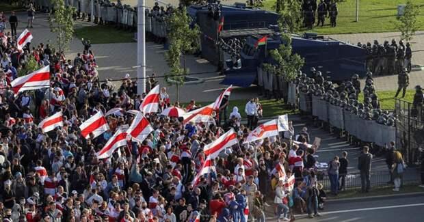 Глава СВР: США потратили 20 млн долларов на протесты в Белоруссии