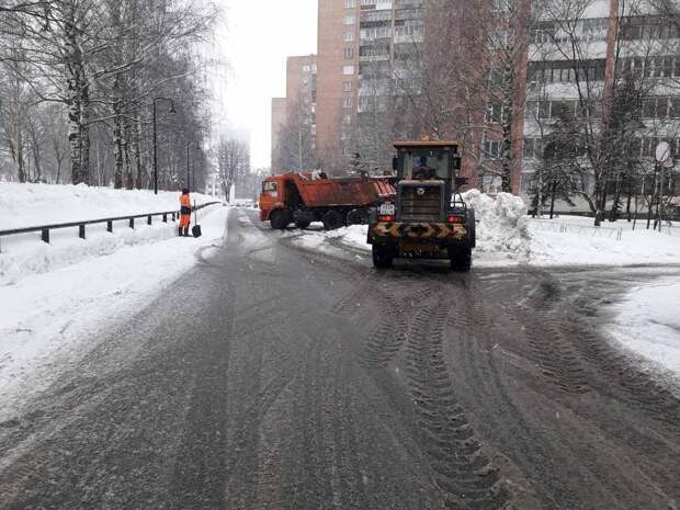 Власти Ижевска приняли решение вернуть песок на пешеходные дорожки