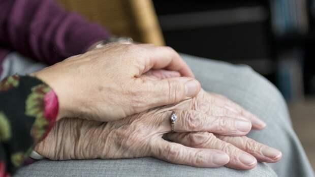 Онколог заявил, что каждые пять лет риск развития рака у пожилых увеличивается на 10%