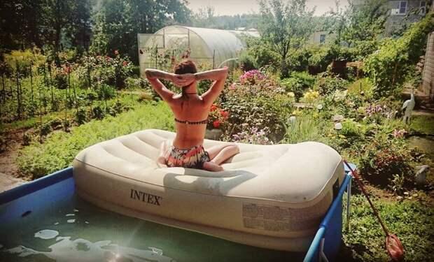 19. Дачный отдых - он такой дача, дачница, девушка, лейка, лето, огород, отдых, природа
