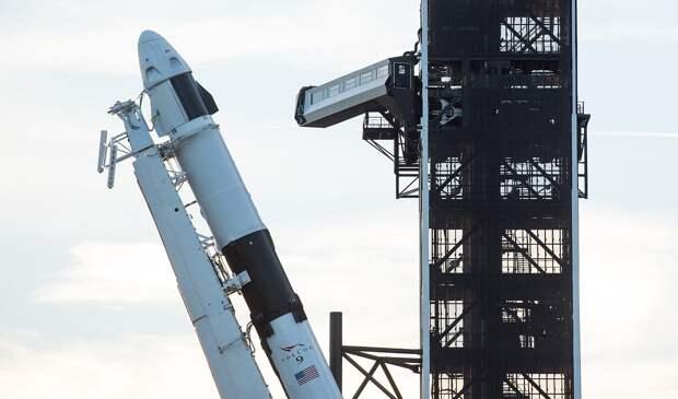 SpaceX Demo-1 Rollout (NHQ201902280012).jpg