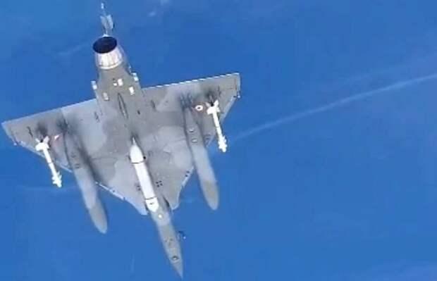 Пилот Су-30 заснял перехват трех французских самолетов над Черным морем