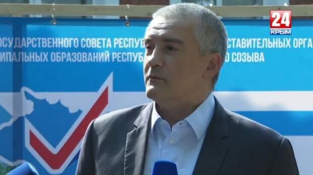 Глава Крыма общается с прессой после голосования