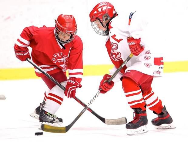 Хоккеисты из Ховрина разгромили команду Восточного Дегунина
