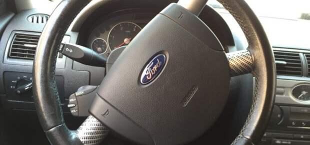 Для чего многие автовладельцы оставляют руль в перевернутом положении?