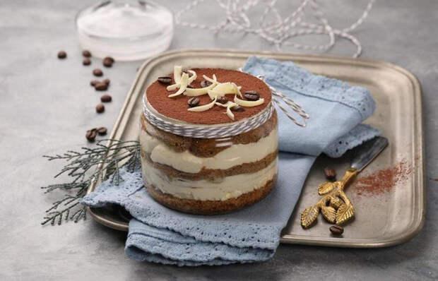С клубникой, кофе и кексами: 4 соблазнительных рецепта тирамису для поднятия настроения