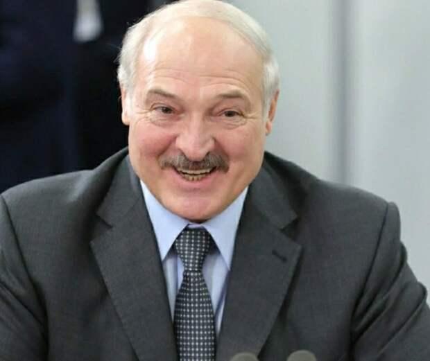 Лукашенко, арестованный Бабарико и другие сдали подписи для участия в президентских выборах