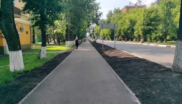 Рабочие завершают ремонт проезжей части по улице Заводской в Климовске
