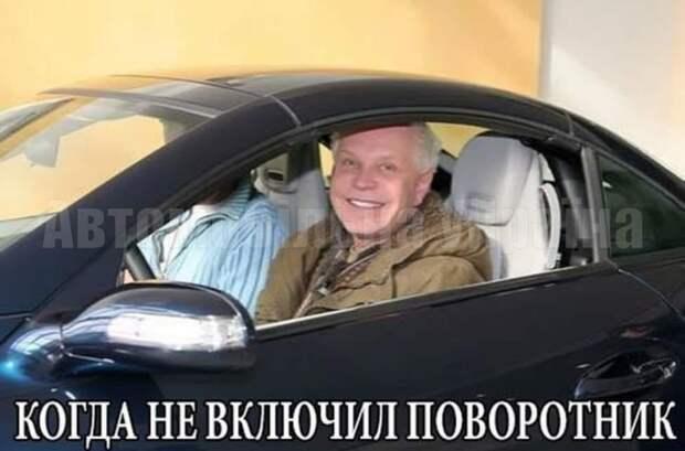 Когда у электрика Петрова спросили, есть ли у него твиттер, он гордо ответил, что был, но он его успешно вылечил