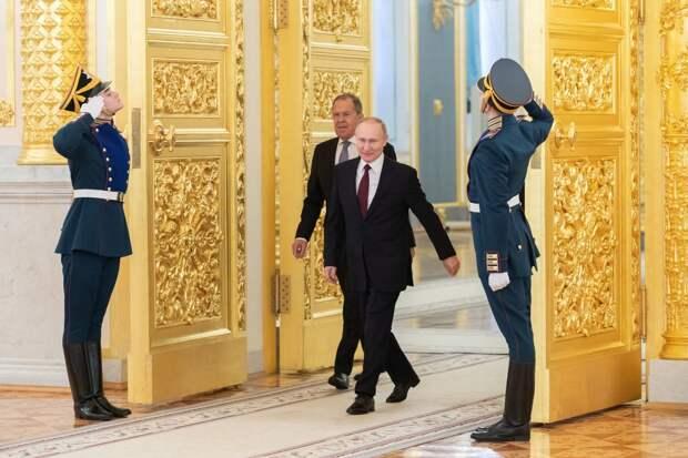 В Госдуме разгорелись споры из-за пожизненного статуса для Путина