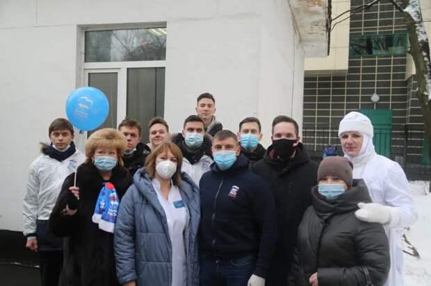 На Севере столицы волонтеры «Единой России» доставили в больницы 3 тонны бутилированной воды