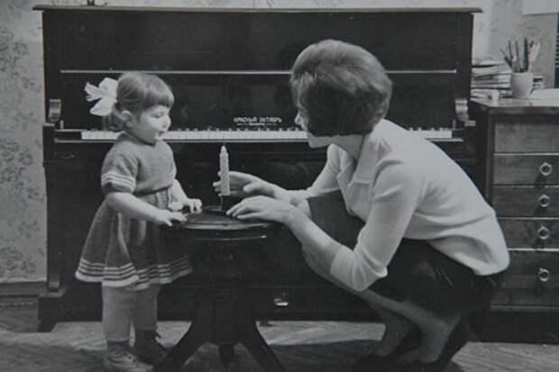 Эдита Пьеха с дочерью Илоной | Фото: starhit.ru