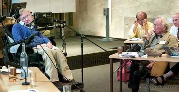 Стивен Хокинг выступает с докладом на собрании ведущих физиков мира в