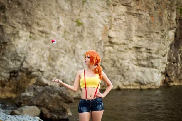 Красивый косплей тренера водных Покемонов - Мисти из Pokemon