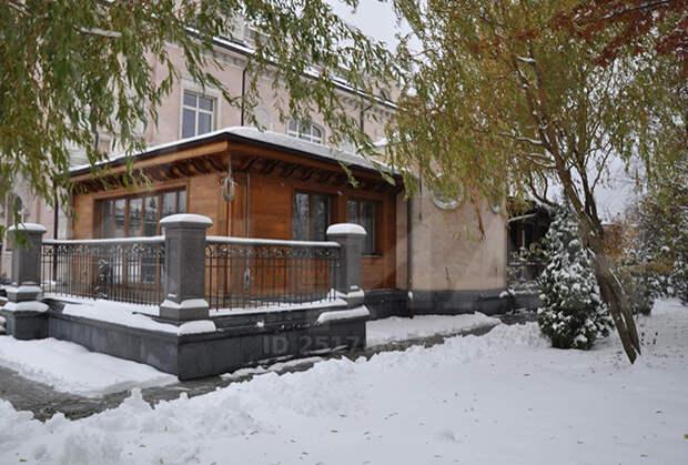 Самый дорогой дворец России продают за 1,65 млрд рублей